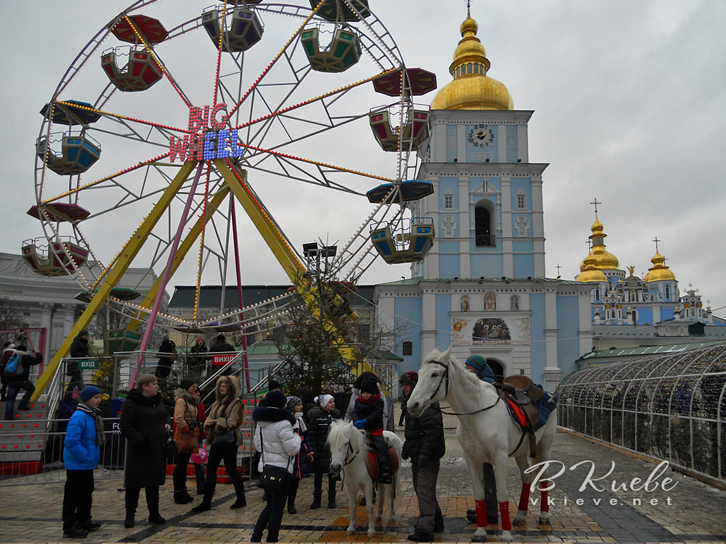 Главная новогодняя елка 2017 в Киеве. Колесо обозрения на Михайловской площади