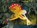 Елочные игрушки на главной новогодней елке 2017 на Софиевской площади в Киеве.