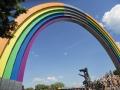 Арка Дружбы народов, чаще называемая Радугой, стала цветной.