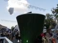 Из огромной кофейной чашки Якобс в небо вылетают сердечки. Похоже, что из пены