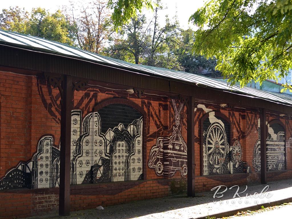 Граффити на стене галереи «Лавра»