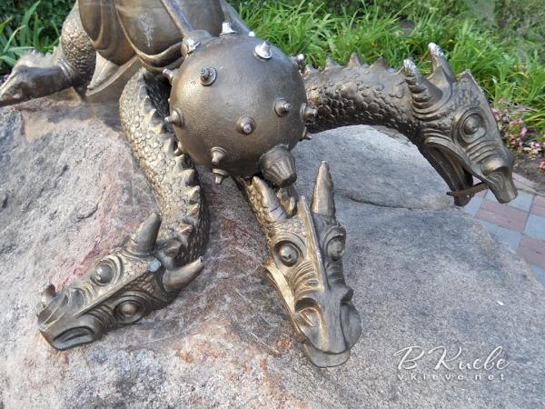 Котигорошко и Змей Горыныч на Оболонской Набережной