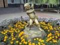 Мальчик с гусем на улице Федорова