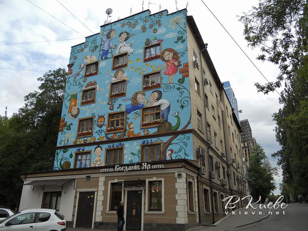 Мурал на Богдановской, 3