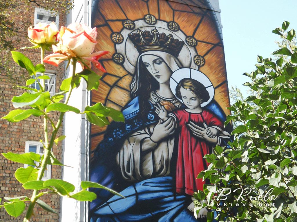 Мурал «Пресвятая Богородица»