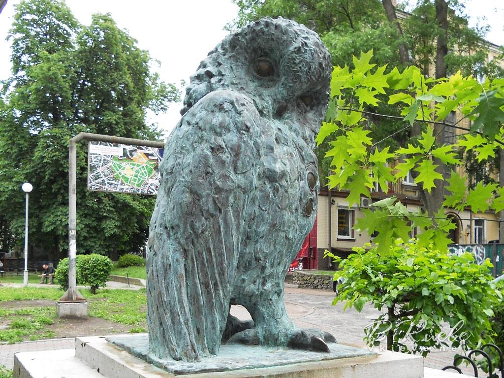 Памятник интеллигенции. Сова
