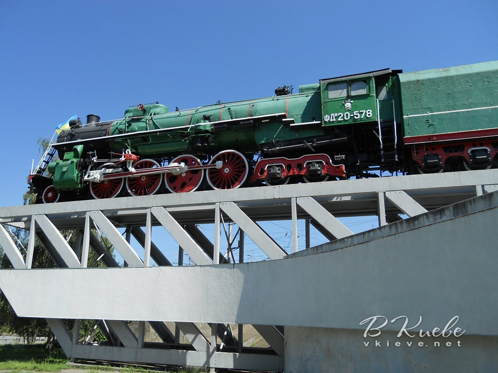Памятник-паровоз на Урицкого