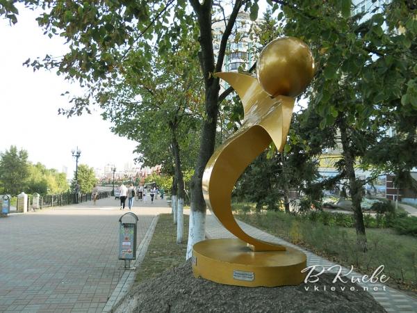 Скульптура «Светящийся человек» или памятник Солнцу