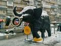 Слон из покрышек возле ТРЦ «Dream Town»