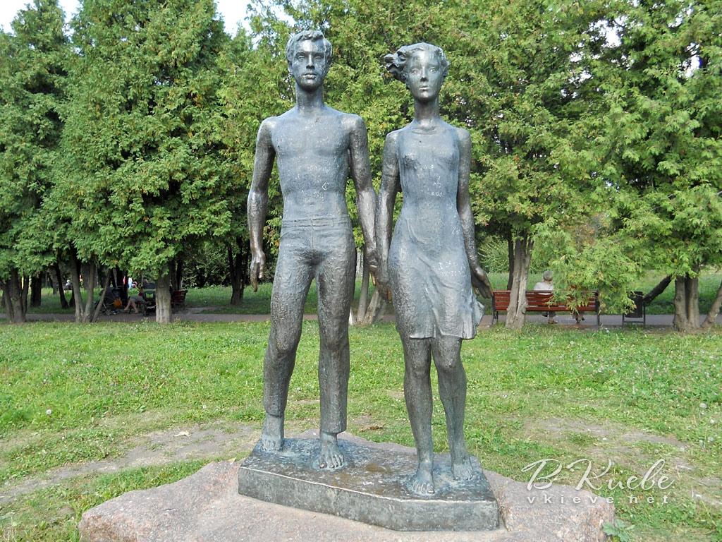 Скульптура «Юность» в Отрадном парке