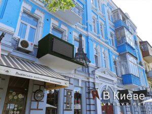 Эйфелева башня на Антоновича в Киеве