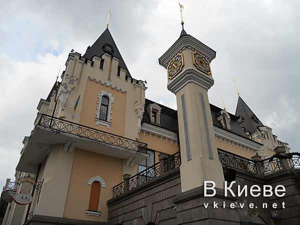 Кукольный театр в Киеве. Часы на башне