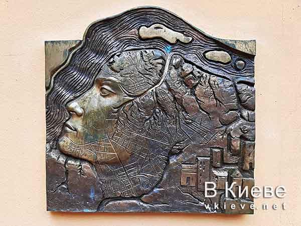 Мини-скульптура «Лик Киева». Проект «Шукай»