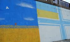 Граффити с военно-морским флагом Украины