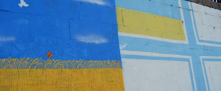 graffiti-s-voenno-morskim-flagom-ukrainy-na-naberezhnoj-01