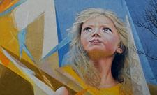 Мурал «Девочка с птицей» на Синеозерной