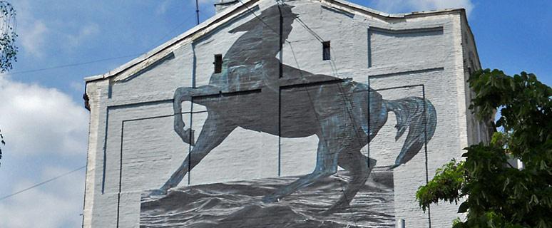 mural-s-chernym-konem-01