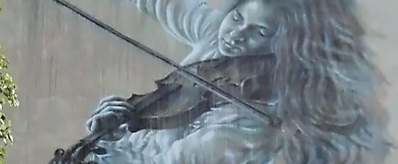 Мурал «Скрипачка» на Жолудева