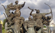 Памятник-фонтан-основателям-Киева-на-Майдане