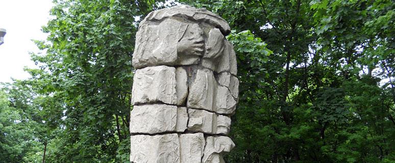 pamyatnik-knyagine-olge-na-andreevskom-spuske-01