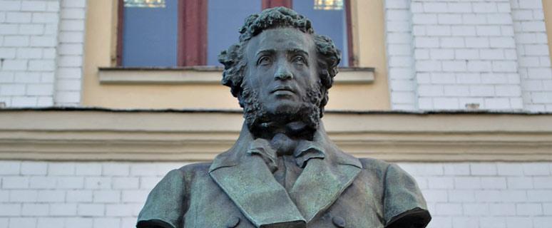 Памятник-Пушкину-Киево-Печерской-гимназии