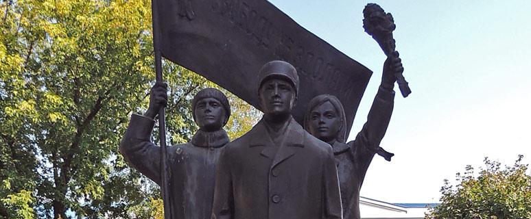 pamyatnik-uchastnikam-oranzhevoj-revolyucii-01