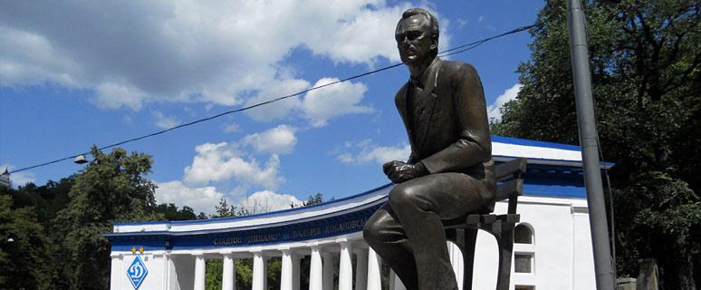 Памятник-Валерию-Лобановскому