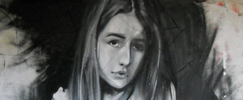 strit-art-s-devushkoj-na-ulice-malyshko-01