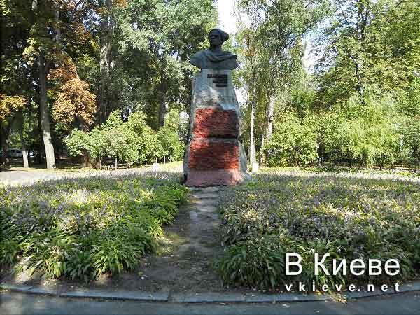 Памятник Виталию Примакову в Киеве