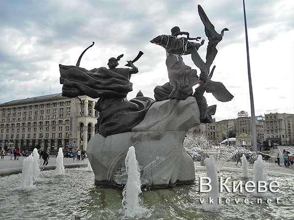 Фонтан-памятник основателям Киева на Майдане