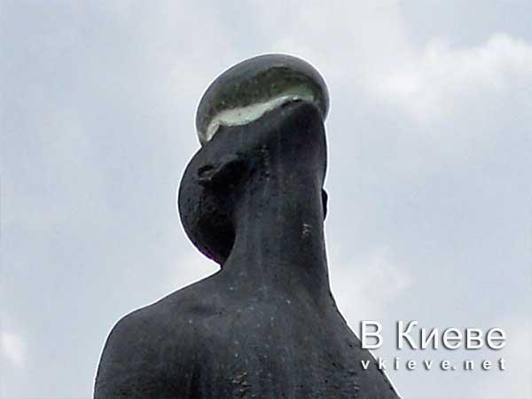 Скульптура «Дождь» на Пейзажной аллее
