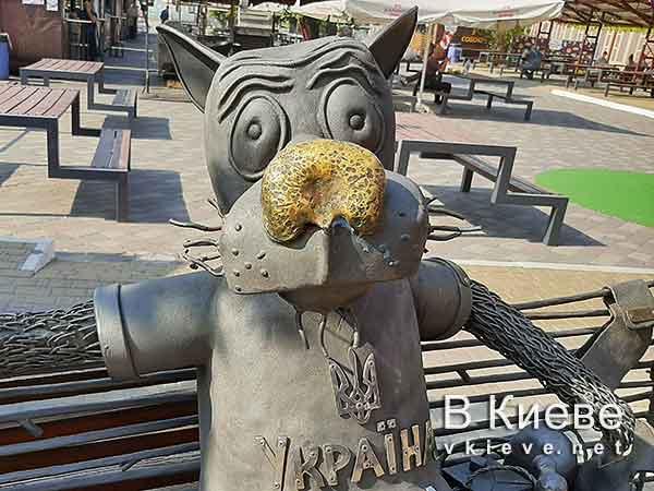 Скульптура «Волк-патриот» в Киеве